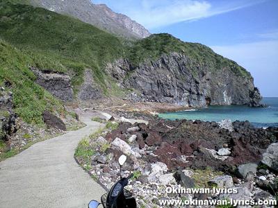 東温泉への道@硫黄島(鹿児島県三島村)