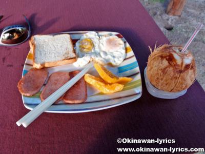 カヤンゲル島での朝食(breakfast at Kayangel island)