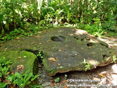 ストーンマネー(Stone Money)@カープ島(Carp island), パラオ(Palau)