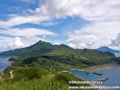 フリイ岳展望台への遊歩道から向岳を望む@口之島, トカラ列島