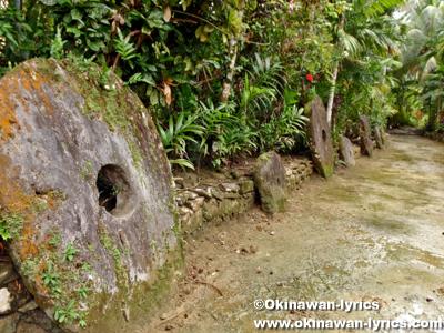 ストーンマネー(stone money)@カダイ村(Kaday Village)