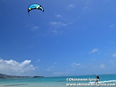 新原ビーチのカイトボード@沖縄本島