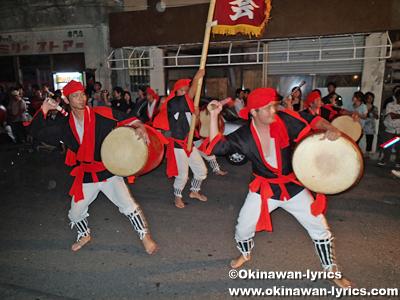 2013年 旧盆3日目(ウークイ)のエイサー@諸見百軒通り、沖縄本島