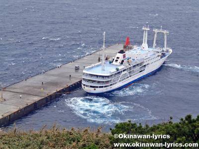 御蔵島港とフェリー@御蔵島
