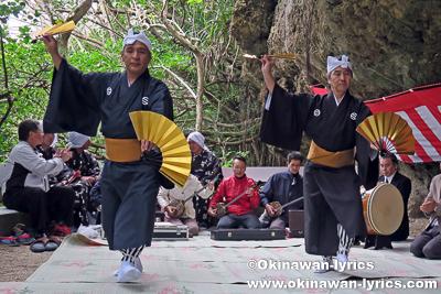 シルミチューでの踊りの奉納@浜比嘉島の旧正月