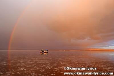 夕日と虹@ウユニ塩湖