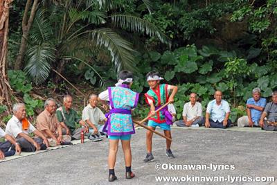 棒術の奉納@八重瀬町安里の豊年祭