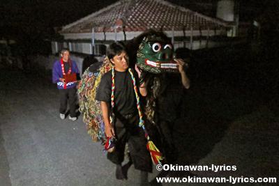 ノロ殿内に帰る獅子舞@八重瀬町の志多伯豊年祭