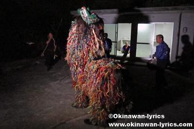 ノロ殿内での最後の獅子舞@八重瀬町の志多伯豊年祭
