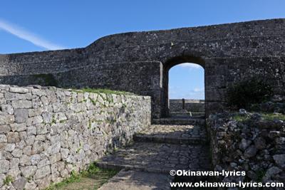 「一の郭」から「二の郭」へ@中城城跡